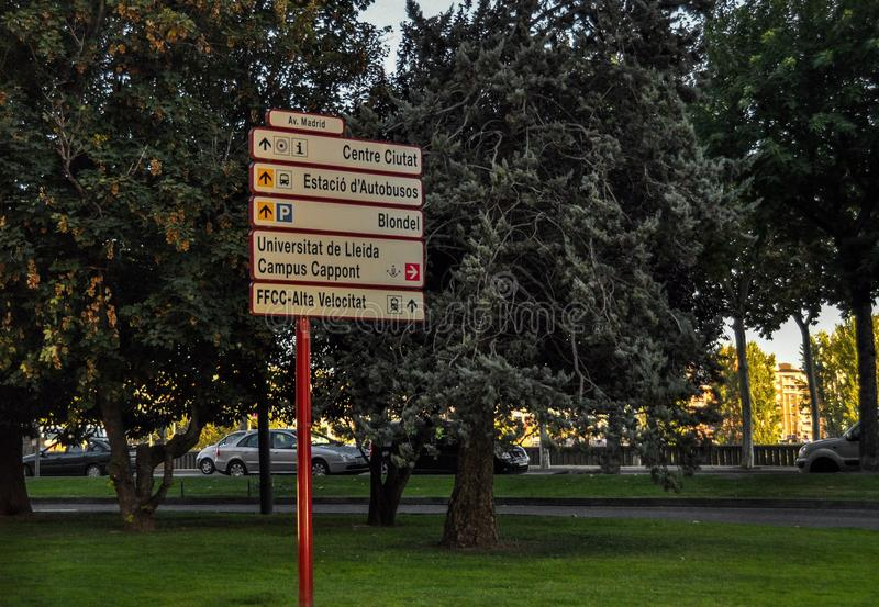 Verkeersteken in Lleida, Spanje royalty-vrije stock foto