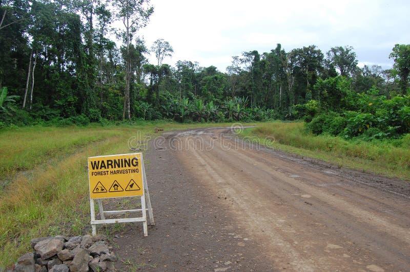 Verkeersteken op transportweg in Papoea-Nieuw-Guinea stock afbeeldingen