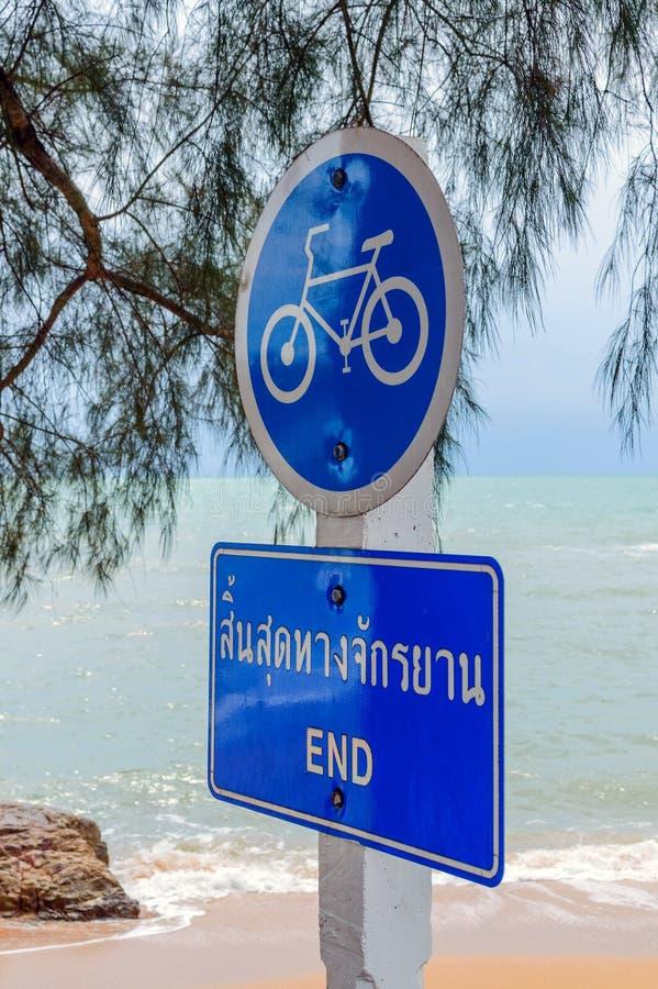 Verkeersteken in Thailand Eind van wegstreek voor rit een fiets royalty-vrije stock foto's