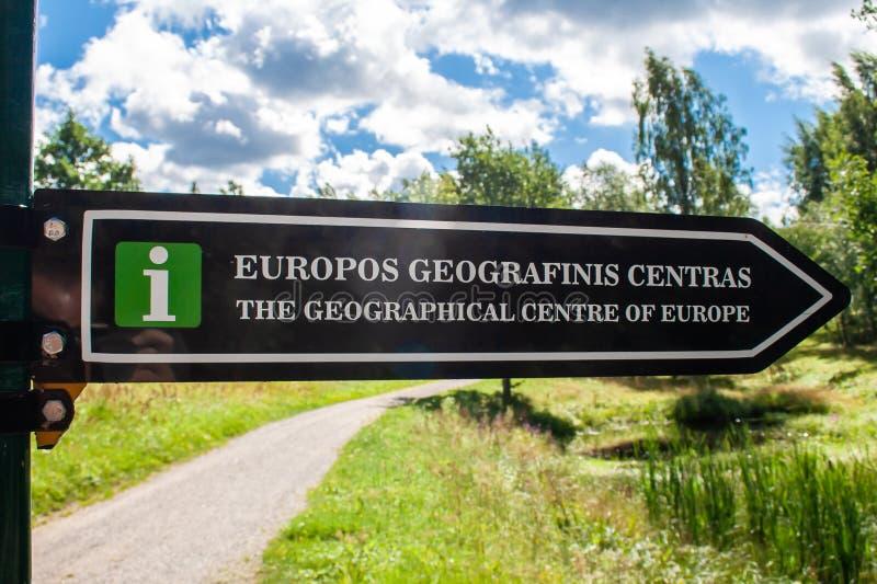Verkeersteken van geografisch centrum van Europa stock foto's