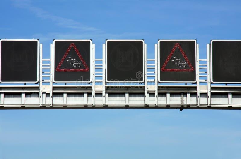 Verkeerstekenopstopping op weg stock foto