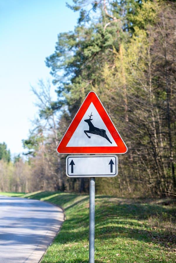 Verkeerswaarschuwingsbord voor herten en bok royalty-vrije stock afbeelding