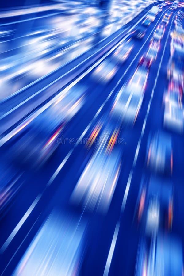 Verkehr auf einer Autobahn lizenzfreies stockbild