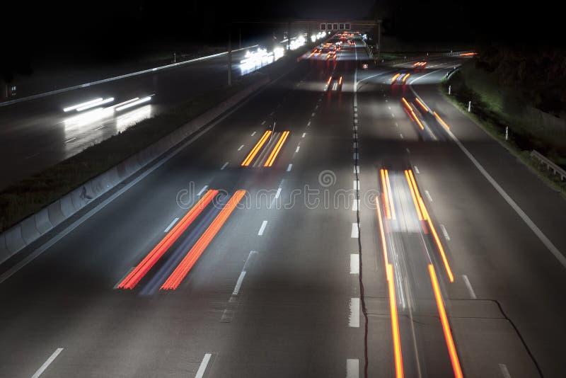 Download Verkehr bis zum Nacht stockfoto. Bild von schnell, stadt - 26361228