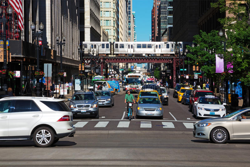 Verkehr in Chicago im Stadtzentrum gelegen stockfoto