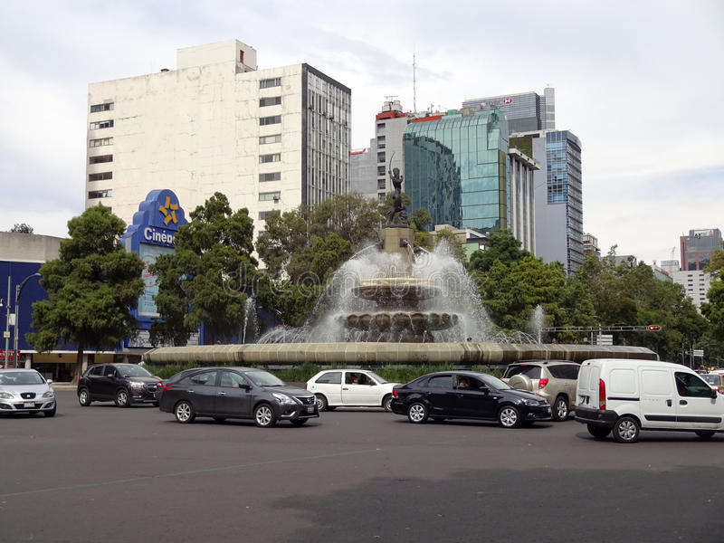 Verkehr in im Stadtzentrum gelegenem Mexiko City stockbilder