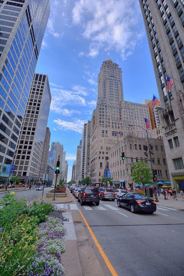 Verkehr im Stadtzentrum gelegenes Chicago auf Michigan-Allee lizenzfreie stockfotografie