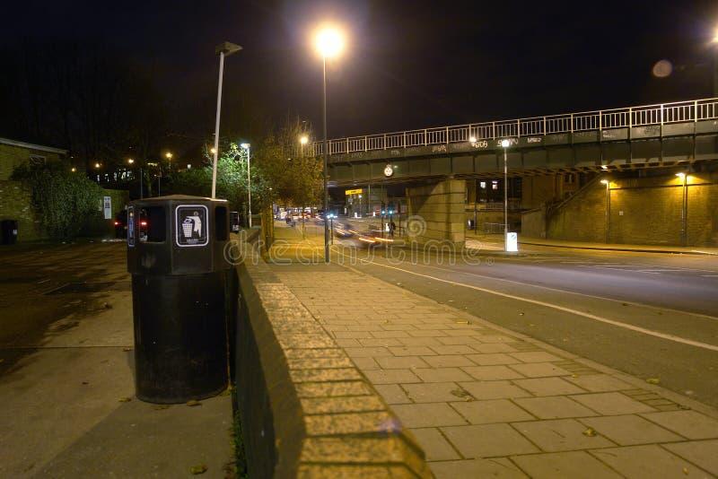 Verkehr nachts in England lizenzfreies stockfoto