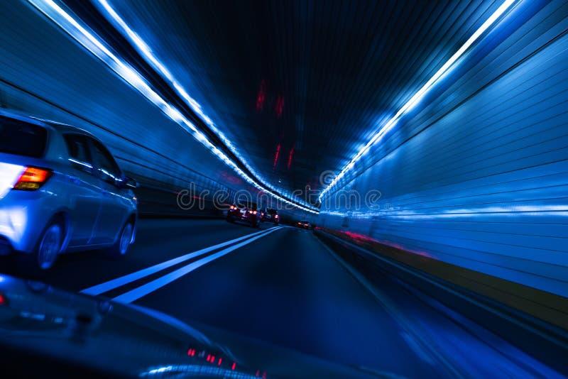 Verkehr und langsamer Fensterladen am Tunnel New York nach New-Jersey stockfoto