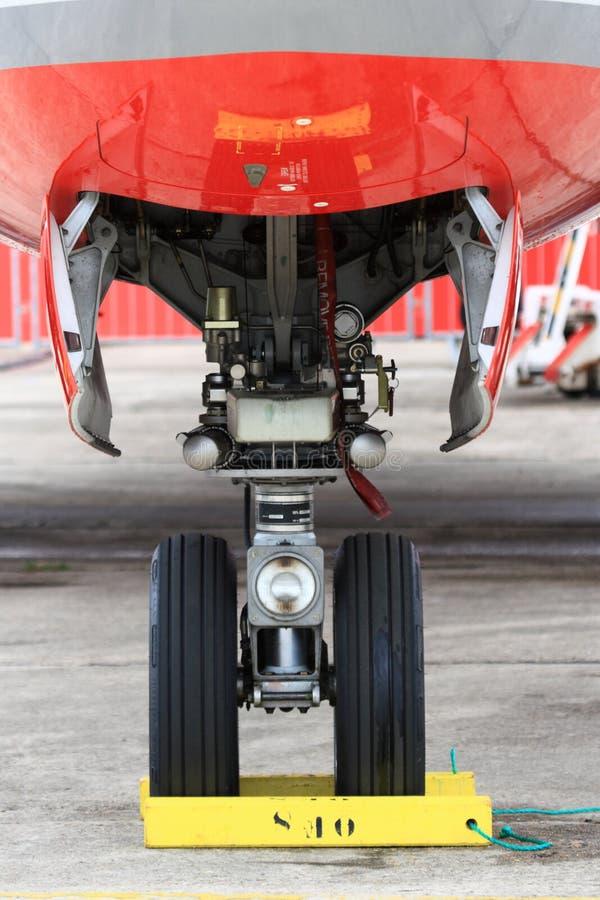 VerkehrsflugzeugBugfahrwerk mit Rad stockbild