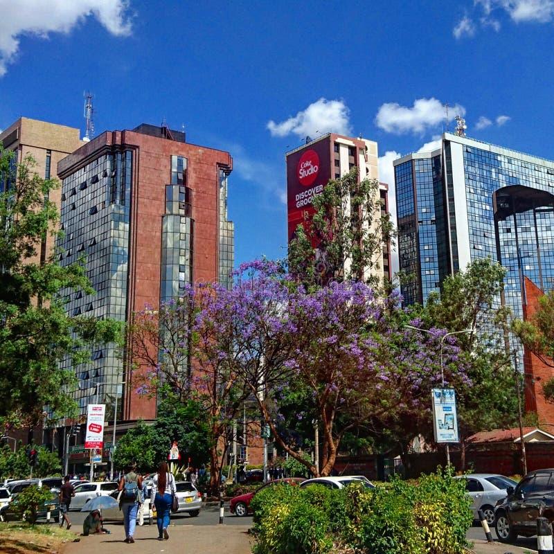 Verkehrsreiche Straße in Nairobi-Stadt stockfoto