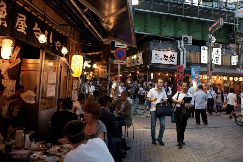 Verkehrsreiche Straße von Tokyo, Japan lizenzfreie stockfotos