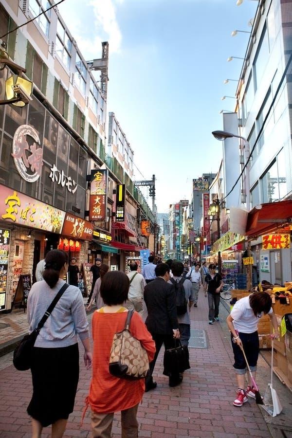 Verkehrsreiche Straße von Tokyo, Japan stockbilder
