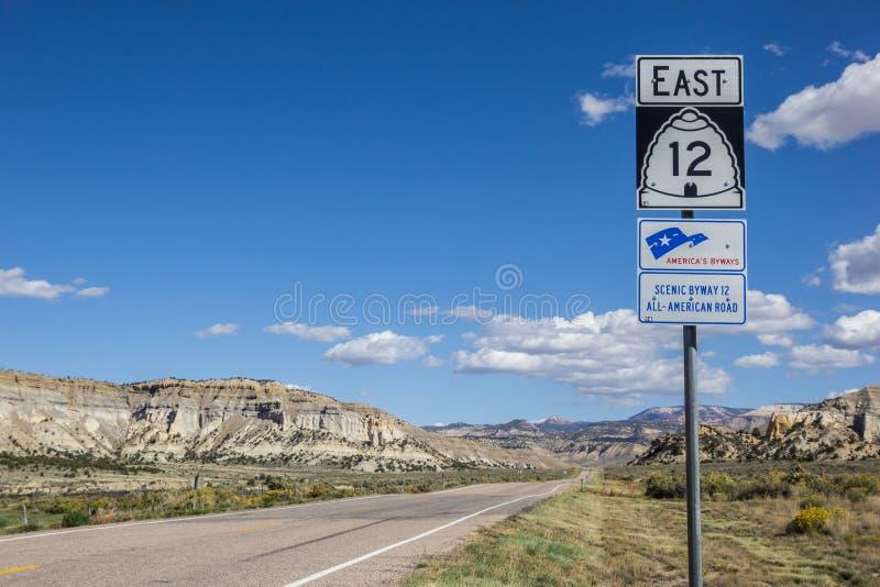 Verkehrsschild auf szenischem Seitenweg 12 in Utah lizenzfreie stockfotografie