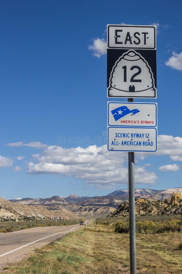 Verkehrsschild auf szenischem Seitenweg 12 in Utah lizenzfreie stockbilder