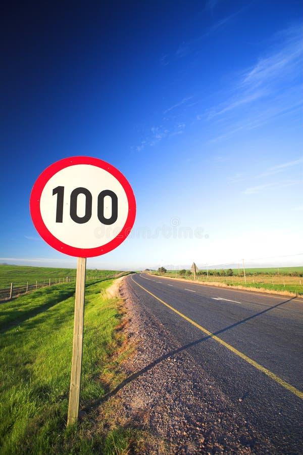 Verkehrsschild für Höchstgeschwindigkeit stockbild
