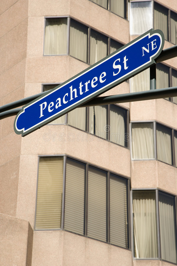 Verkehrsschild für Peachtree Str. stockfotos