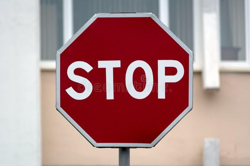 Verkehrsschild Halt stockbilder
