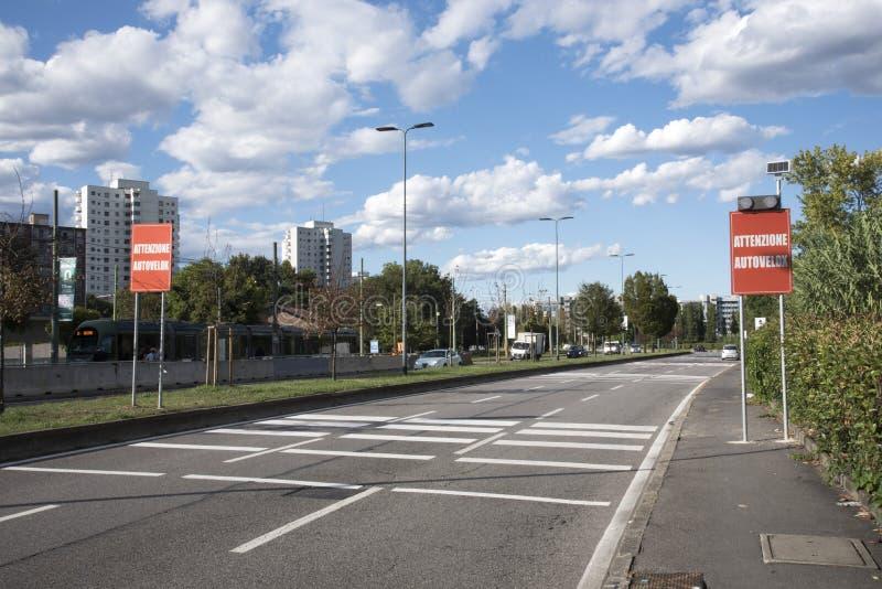 Verkehrsschilder, die Höchstgeschwindigkeiten anzeigen stockfotografie