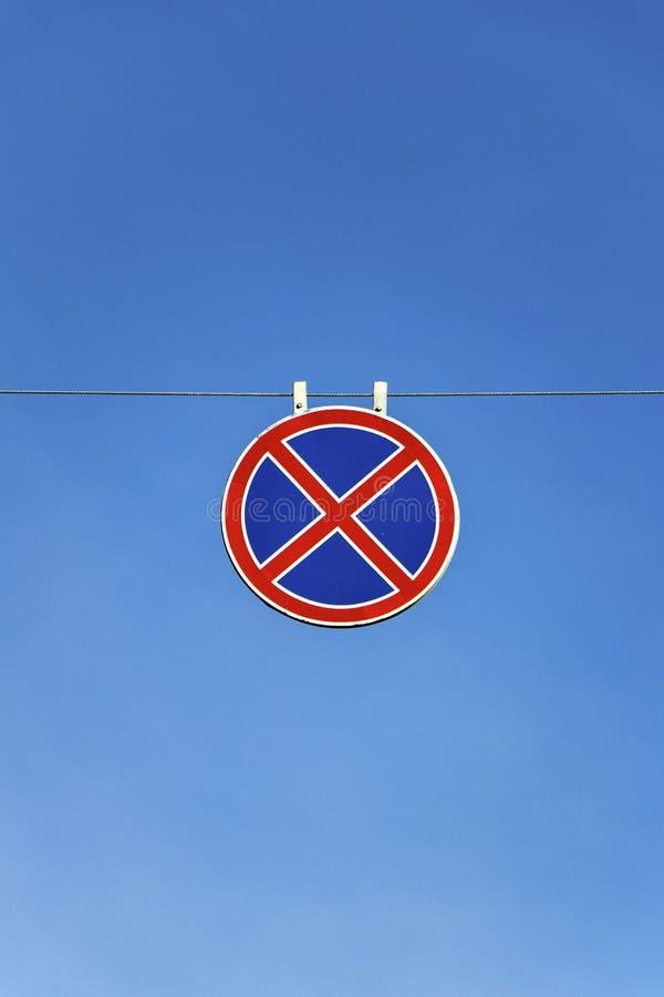 Verkehrsschildhalt und das Parken wird verboten lizenzfreies stockfoto