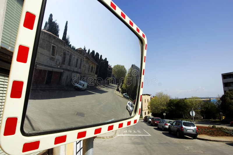 Verkehrsspiegel lizenzfreie stockfotografie