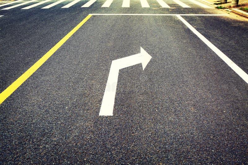 Verkehrszeichen, Verkehrsschild, biegen nach rechts ab lizenzfreie stockbilder