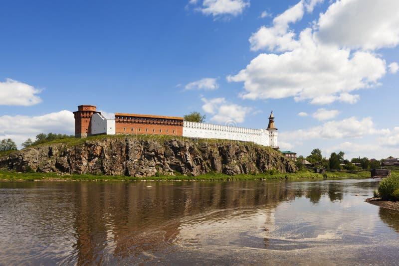 Verkhotursky Κρεμλίνο στις όχθεις του ποταμού Tura Verkhoturye Ρωσία στοκ φωτογραφία με δικαίωμα ελεύθερης χρήσης