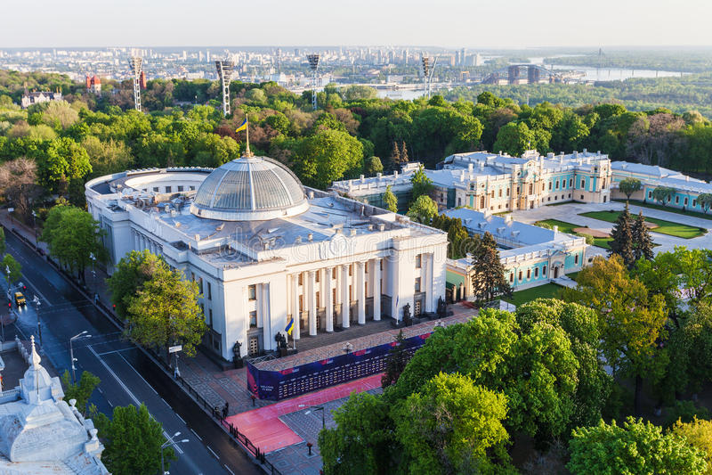 Verkhovna Rada大厦和Mariyinsky宫殿 免版税库存图片