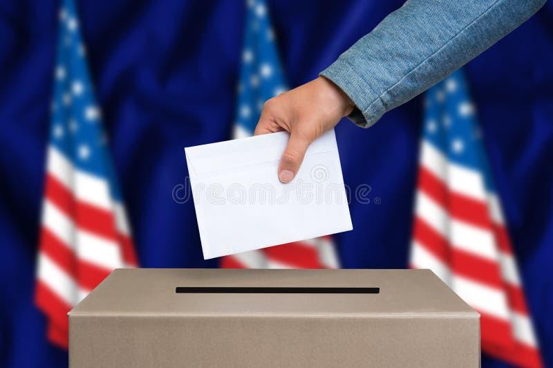 Verkiezing in Verenigde Staten van Amerika die - bij de stembus de stemmen stock afbeelding