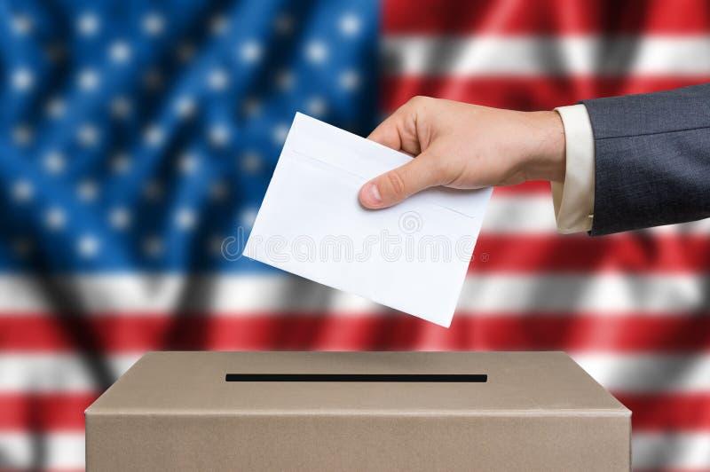 Verkiezing in Verenigde Staten van Amerika die - bij de stembus de stemmen stock foto's