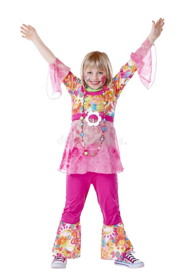 Verkleidetes junges Mädchen lächelt und hält Hände hoch lizenzfreie stockfotos