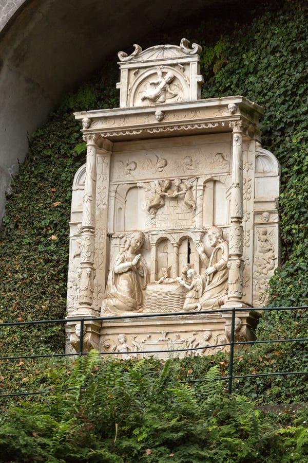 Verkleidungen - Tiling, der eine Krippe in Monte Palace Tropical Garden, Funchal darstellt stockbilder