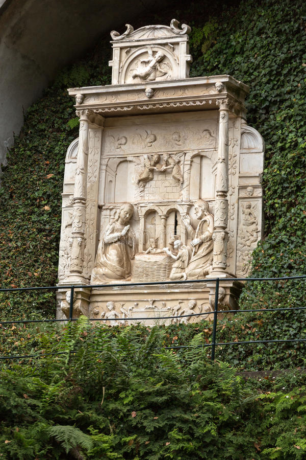 Verkleidungen - Tiling, der eine Krippe in Monte Palace Tropical Garden, Funchal, Madeira darstellt lizenzfreie stockbilder