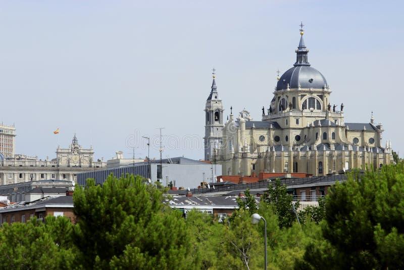 Verklig Basilika de San Francisco el Grande i Madrid arkivbilder