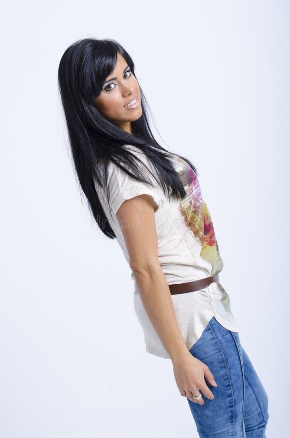 Verklig ung kvinna för brunett royaltyfria foton
