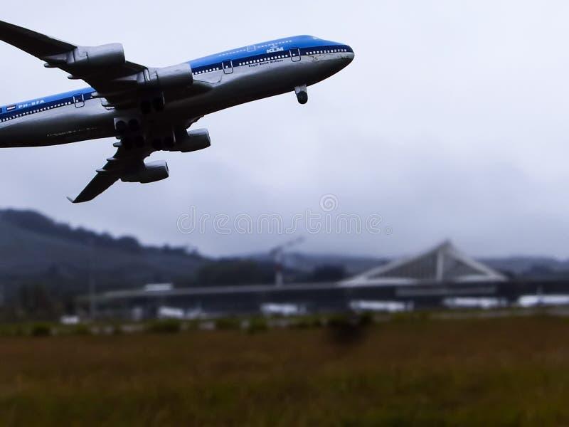 VERKLIGT ELLER FEJKA KLM? royaltyfria bilder
