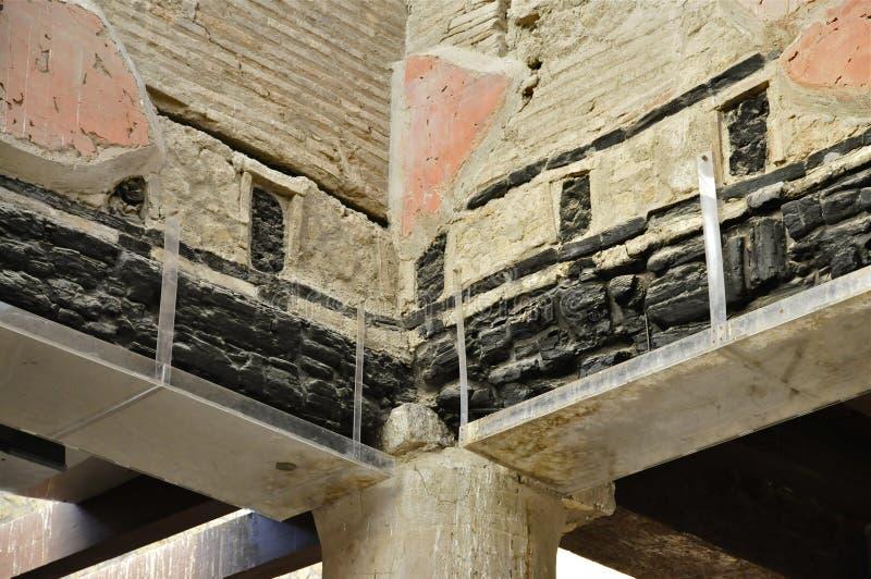 Verkohlter hölzerner Strahl in Herculaneum lizenzfreies stockfoto