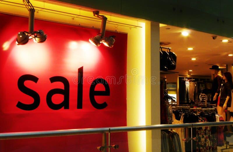 Verkoop, de winkel van de manierkleding stock afbeeldingen