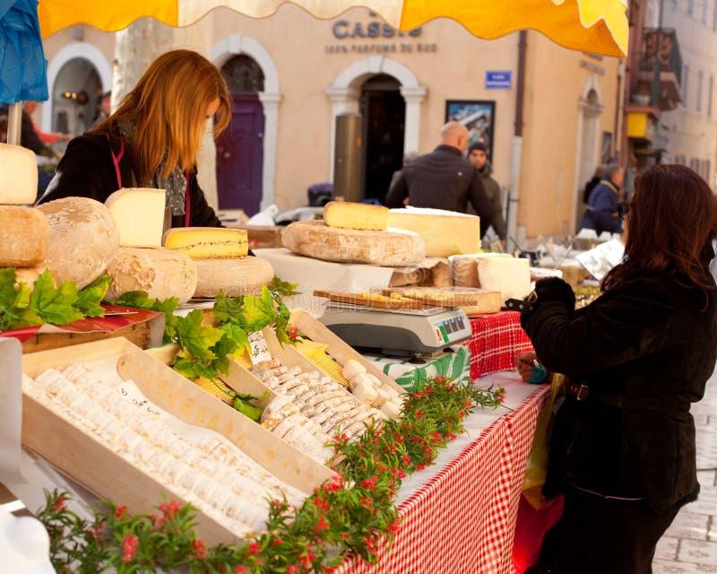 Verkoop van Franse kaas royalty-vrije stock afbeeldingen