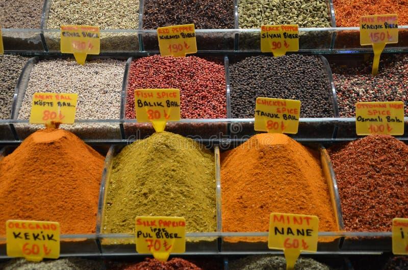 Verkoop van kruiden in Istanboel royalty-vrije stock foto's