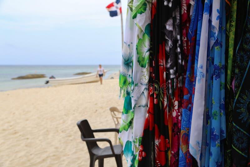 Verkoop van sjaals en kleding royalty-vrije stock foto