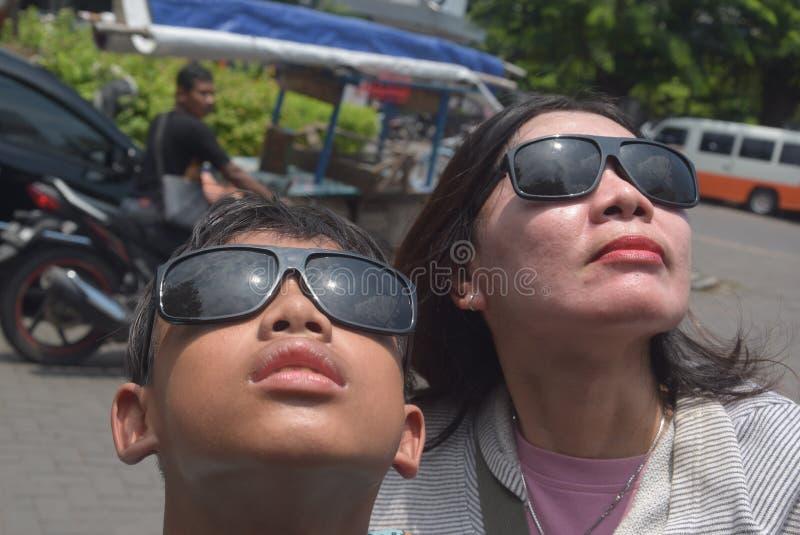 Verkoop van zonneverduisteringsglazen royalty-vrije stock afbeelding