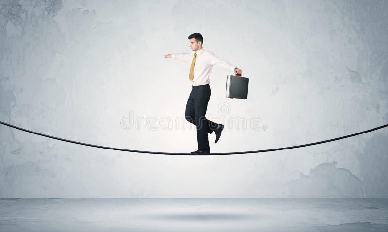 Verkoopkerel het in evenwicht brengen op strakke kabel royalty-vrije stock afbeeldingen