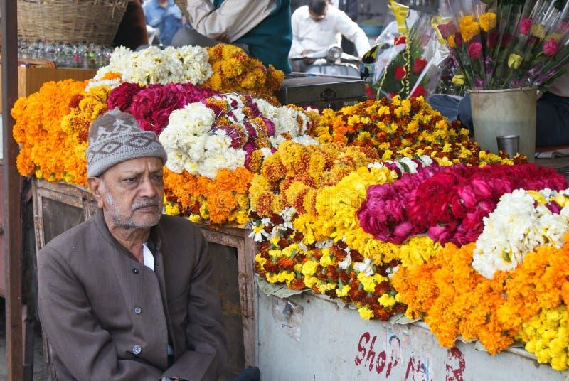 verkopende bloemen bij de markt, Rajasthan stock foto's