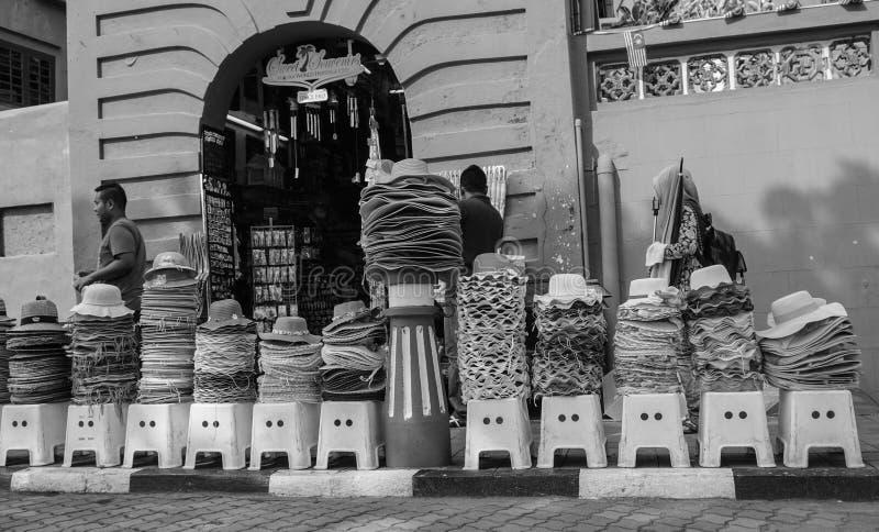 Verkopende hoeden op straat in Chinatown, Melaka, Maleisië royalty-vrije stock foto