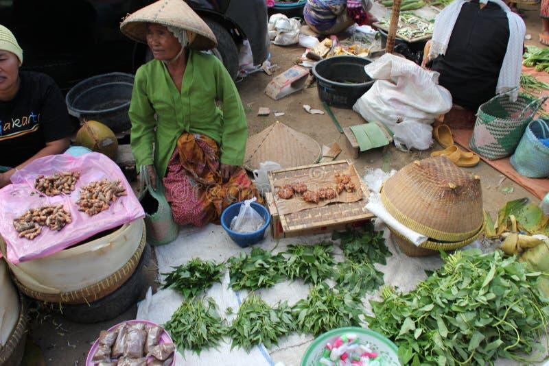 Download Verkopende Kruiden En Kruiden Bij Een Traditionele Markt In Lombok Indonesië Redactionele Stock Afbeelding - Afbeelding bestaande uit ingrediënt, bali: 29514229