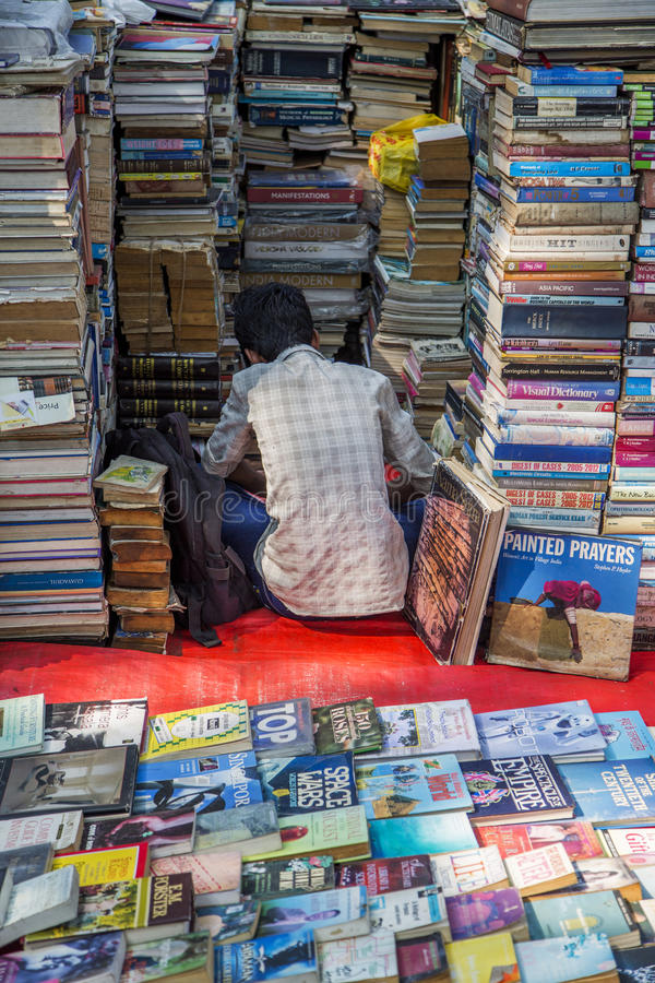 Verkoper van boeken in Mumbai, India royalty-vrije stock afbeelding