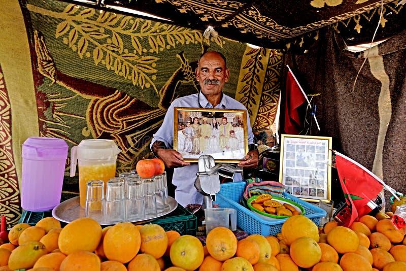 Verkoper van sappen in Marrakech royalty-vrije stock afbeeldingen