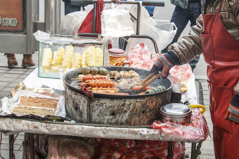 Verkoper van Straatvoedsel in Shenyang China stock foto's