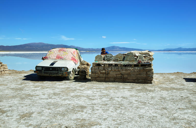 Verkoper in Zoutmeren Grandes, Argentinië stock foto